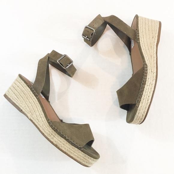 f9e9f70f385 Steve Madden Elody Wedge Sandal Size 8.5. M 59ed4c759c6fcf2ff10b37ce