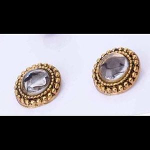 Silver crystal with etched gold studs