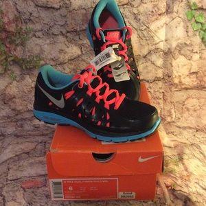 (NIB) Woman's Nike Dual Fusion Run 2 MSL