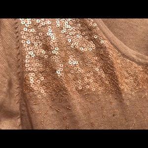 Peach scoop-necked 3/4 sleeve dress.