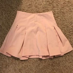 Pleated skirt in light pink