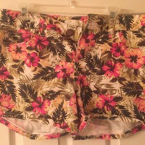 Floral shorts Forever 21
