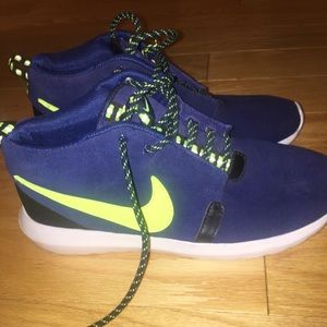 Nike Roshe high top shoe
