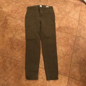 Adorable green khaki Gap pants