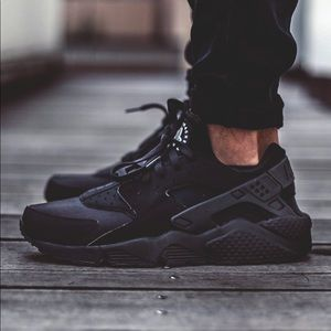 Nike Huaraches for women all black