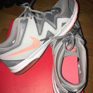 NIKE grey running sneakers, size 8.5