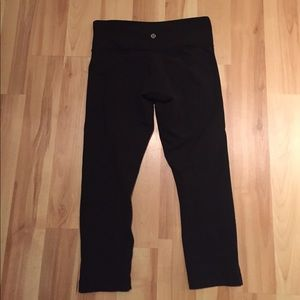 Lululemon wonder under crop size 6