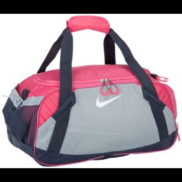 51ffee0bdca0 Nike Varsity Girl 2.0 Medium Duffel Bag. M 59ed6d3af0137dc9cc0c01dd