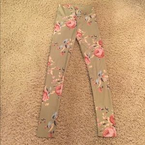 Pretty sage green vintage rose floral leggings