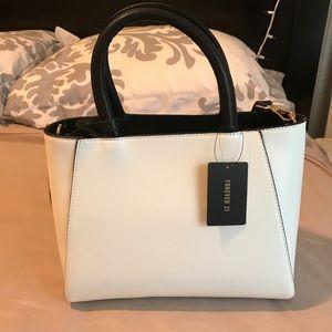 White/black purse/crossbody bag