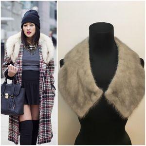 📈level up that coat or blazer w/ a fur collar