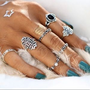 Jewelry - JUST IN🌷 Midi Rings Set