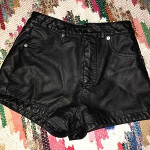 Faux leather high waisted shorts🌛