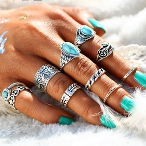 Jewelry - JUST IN🌷 Stone Midi Rings Set