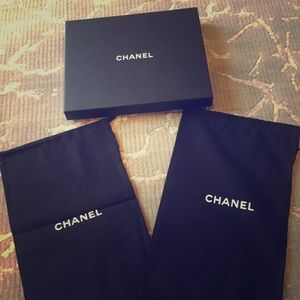 CHANEL Box & Dusters