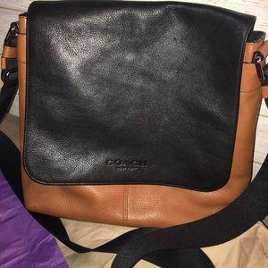 💕💕Authentic Coach Leather Messenger