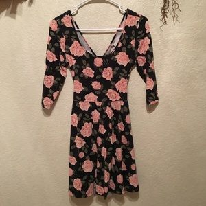 Floral mid sleeved dress!