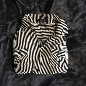 Form fitting striped button-up.