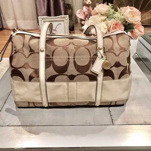 {Authentic}💕 COACH Beige Signature Boston Handbag