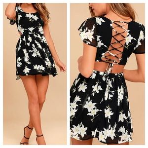 Dresses & Skirts - Floral Dress with Lace up Back