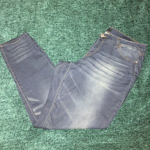 Dark Jeans with acid wash striping 💙 Size 18
