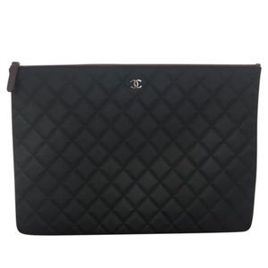 CHANEL O LARGE BLACK QUILTED CASE CLUTCH MINT 😱