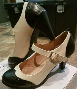 Classic off white and black mary Jane pumps