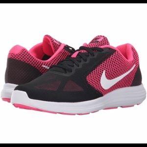 Nike revolution 3 women's size 9.5 new