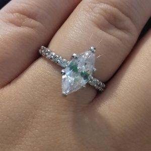 Jewelry - Beautiful cubic zirconia diamond ring 💎
