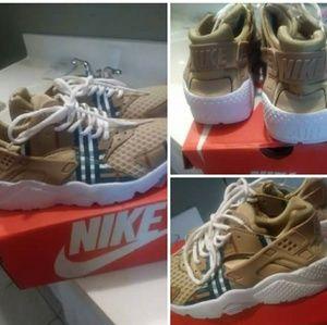 Burberry Nike Hauraches