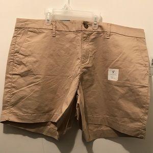 "NWT Old Navy Mid-Rise Everyday Khaki Shorts (5"")"