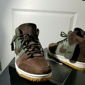 Nike uptowns suede duck boots size 9.5