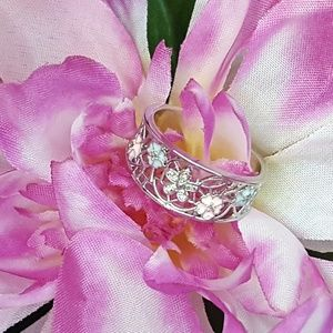 Jewelry - Beautiful Crystal Silver Flower Ring
