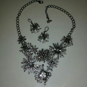 STUNNING NECKLACE & EARRINGS!