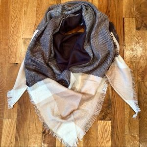 🆕 Pink & Gray Triangle Scarf