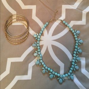 Gorgeous light blue /gold necklace w FREE bangles
