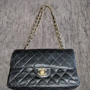 Auth Vintage Chanel Double flap blk quilted caviar