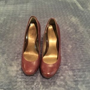 """Kenneth Cole """"Lead Role"""" maroon leather heels sz 9"""