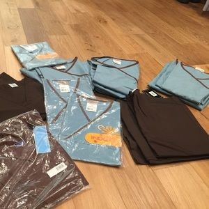 Women's scrubs in various sizes brown & turquoise