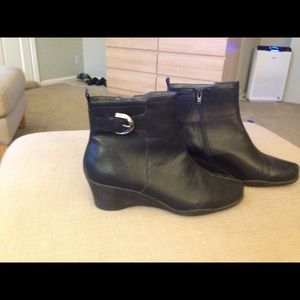 Aerosole black  ankle boots 10 medium