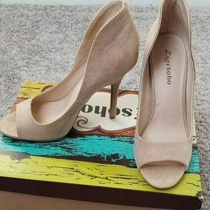 Zigi soho beige heels.