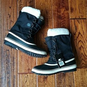 NWT Sorel winter carnival boots