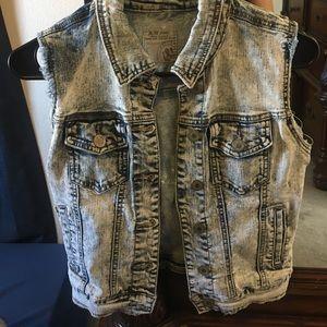 Tops - Acid wash denim vest