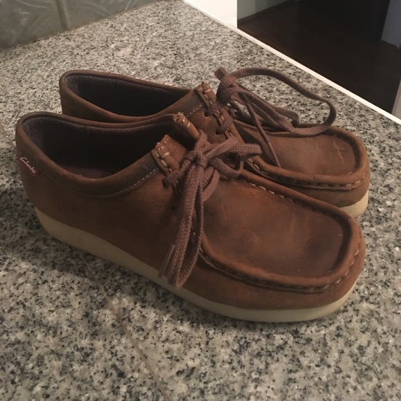NWOB- Clarks wallabies brown leather Sz 6