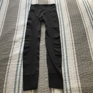 LULULEMON GRAY ZONE IN EBB TIGHTS 6 EUC STREET TO