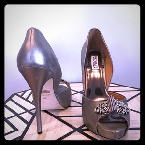 Badgley Mischka//Pewter Metallic//10M