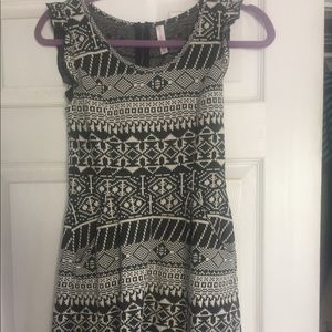 Black & white fitted sweater dress S