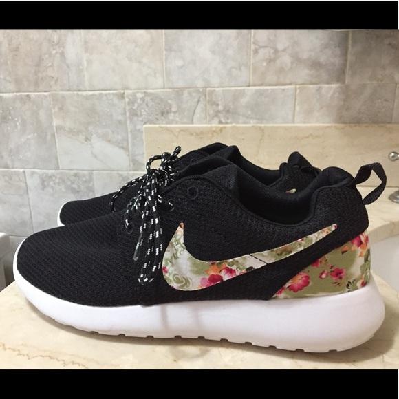 Nike Rooshe Run Floral