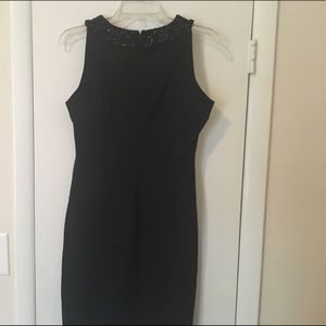 Woman's dress size 8. It's in great condition.