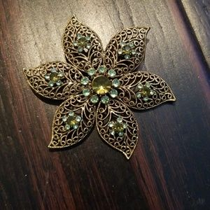 Flower pin brooch gold and green
